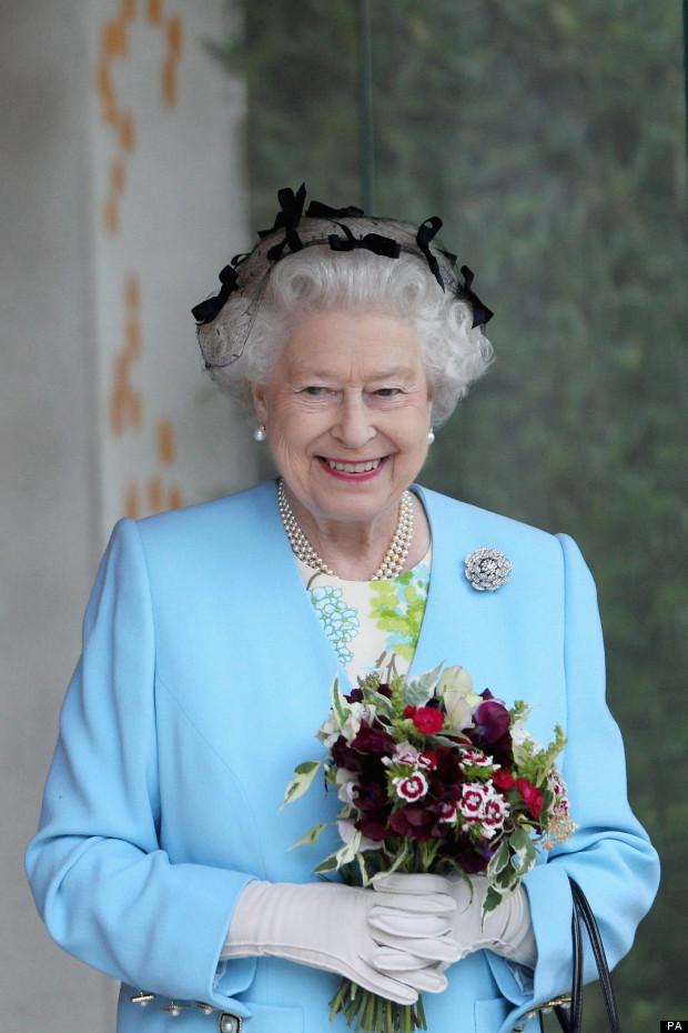 queen elizabeth ii chelsea flower show