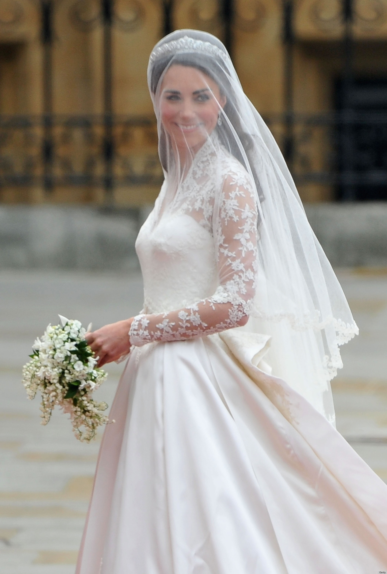 Kate Middleton Wedding Dress Causes Wikipedia Controversy POLL