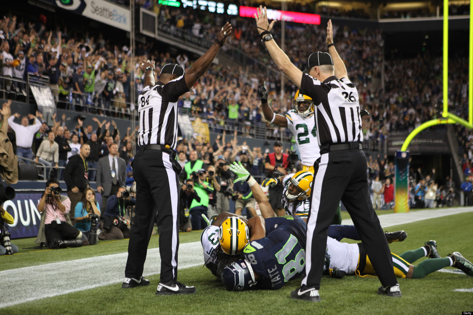https://s-i.huffpost.com/gen/786596/images/o-SEAHAWKS-PACKERS-ENDING-NFL-REPLACEMENT-REFS-facebook.jpg
