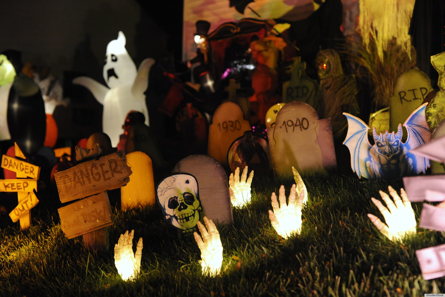 halloween decorations survey says americans plan to spend 8 billion on holiday huffpost