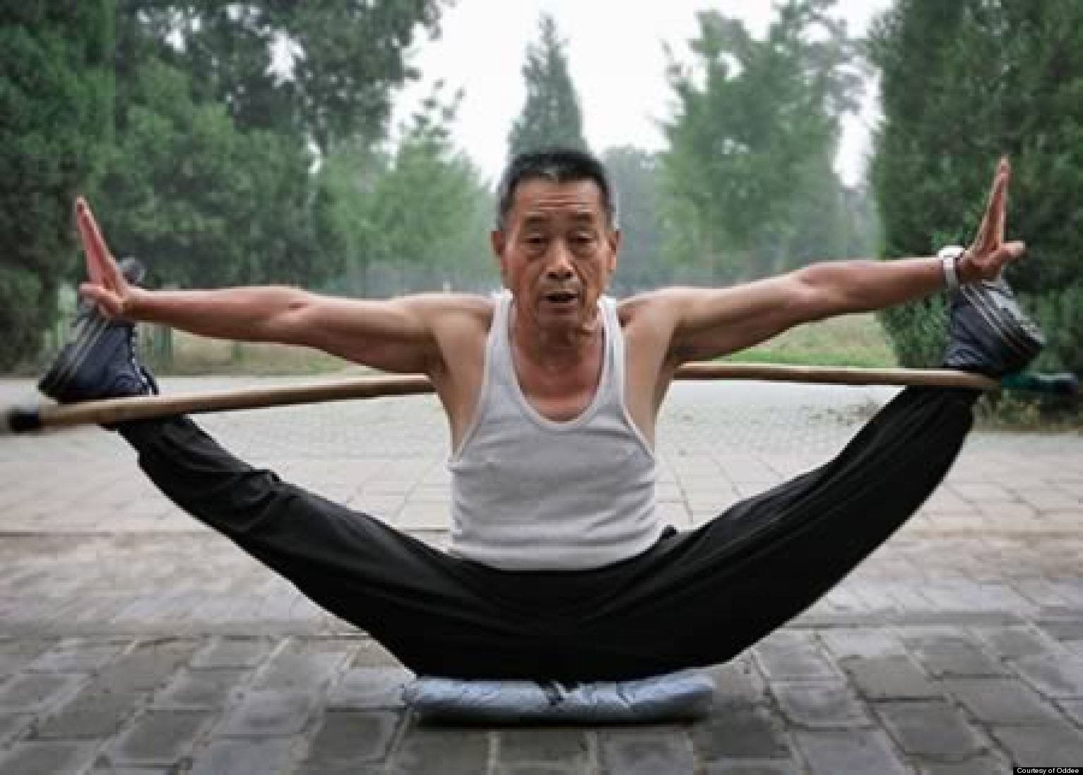 12 Craziest Flexible People Stretching In Public Huffpost