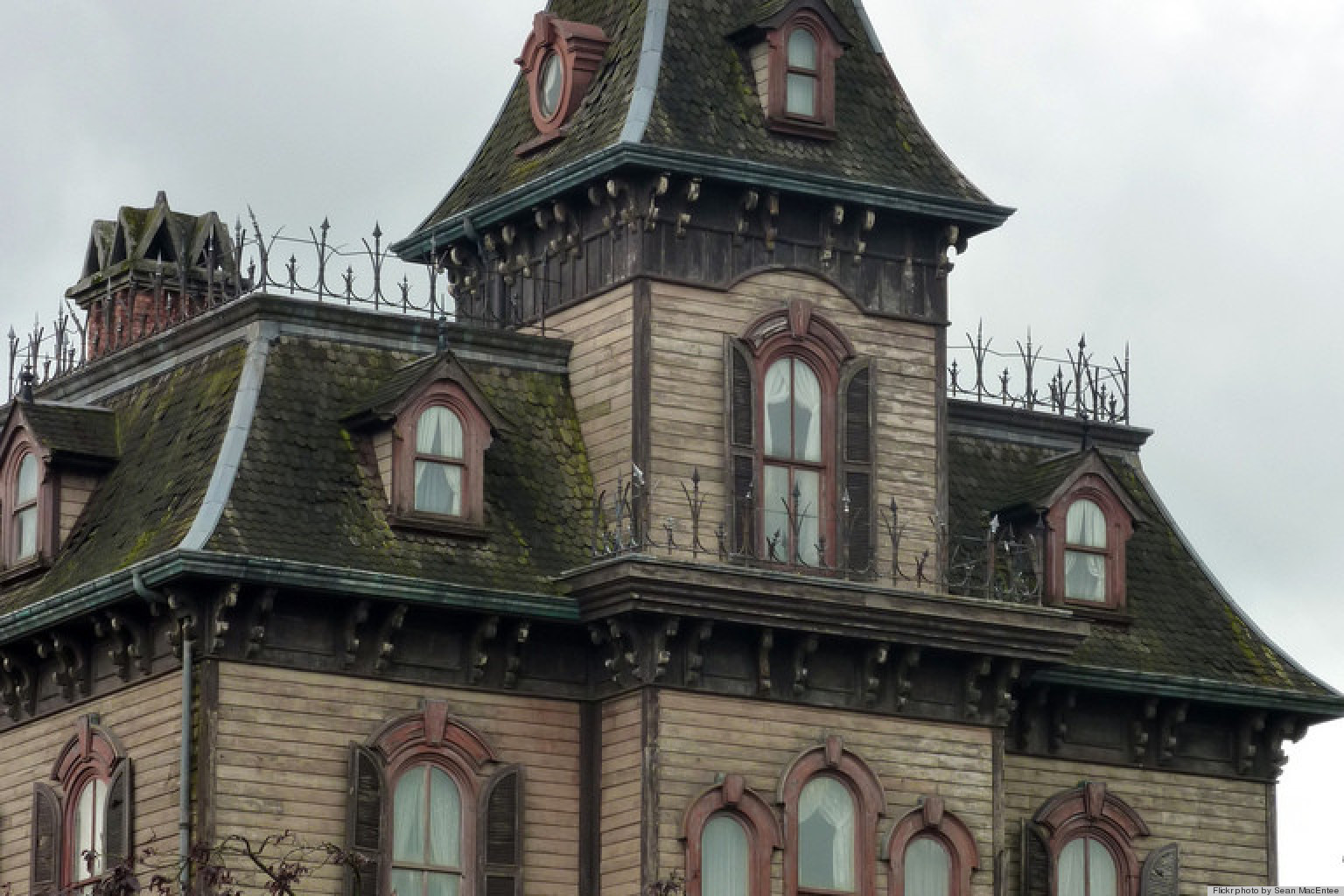 The 8 most haunted houses in new york photos huffpost for Nyc mansions for sale