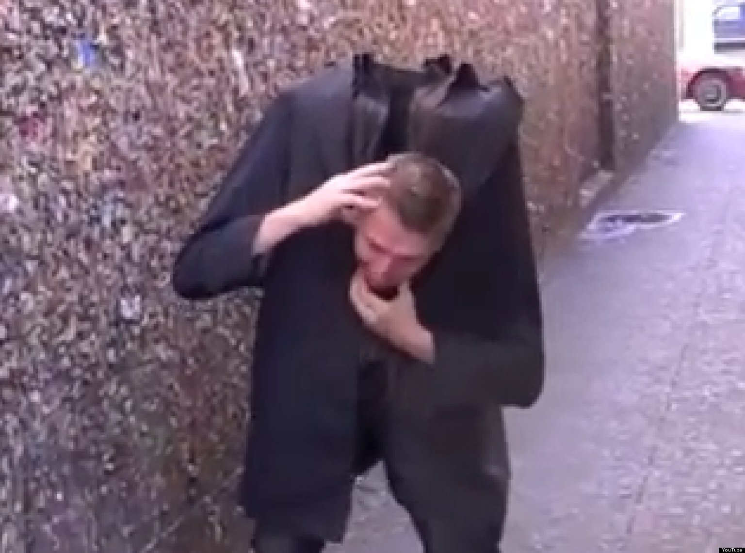 Headless Halloween Prank: Magician Freaks Out Bystanders (VIDEO ...