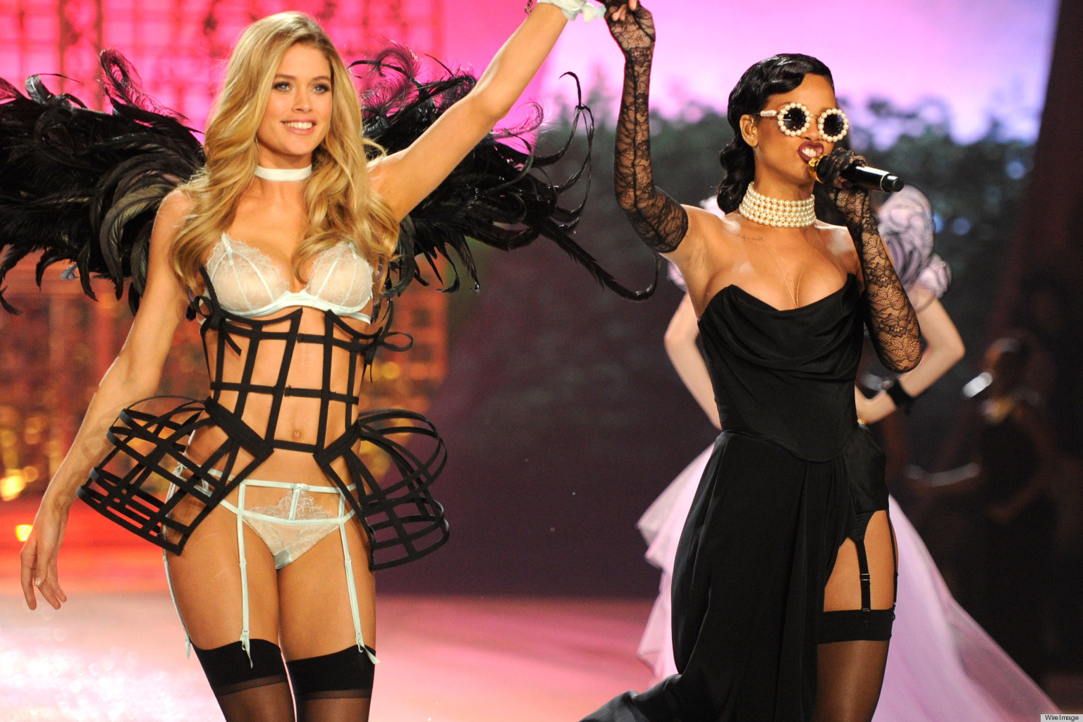 Victoria S Secret Fashion Show 2017 Rihanna Justin Bieber Perform Alongside The Angels Photos Huffpost