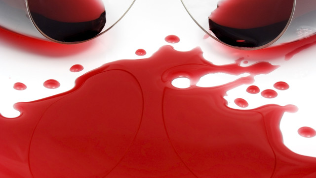 How to remove wine stains from tablecloth huffpost for How to remove red wine stain from cotton shirt