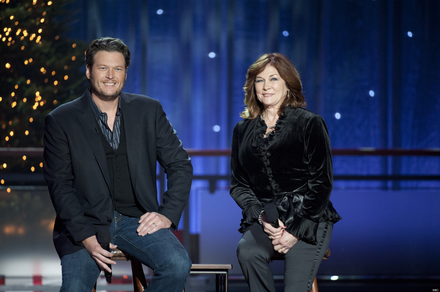 Blake Shelton Christmas Special Includes A Duet With His Mom ...