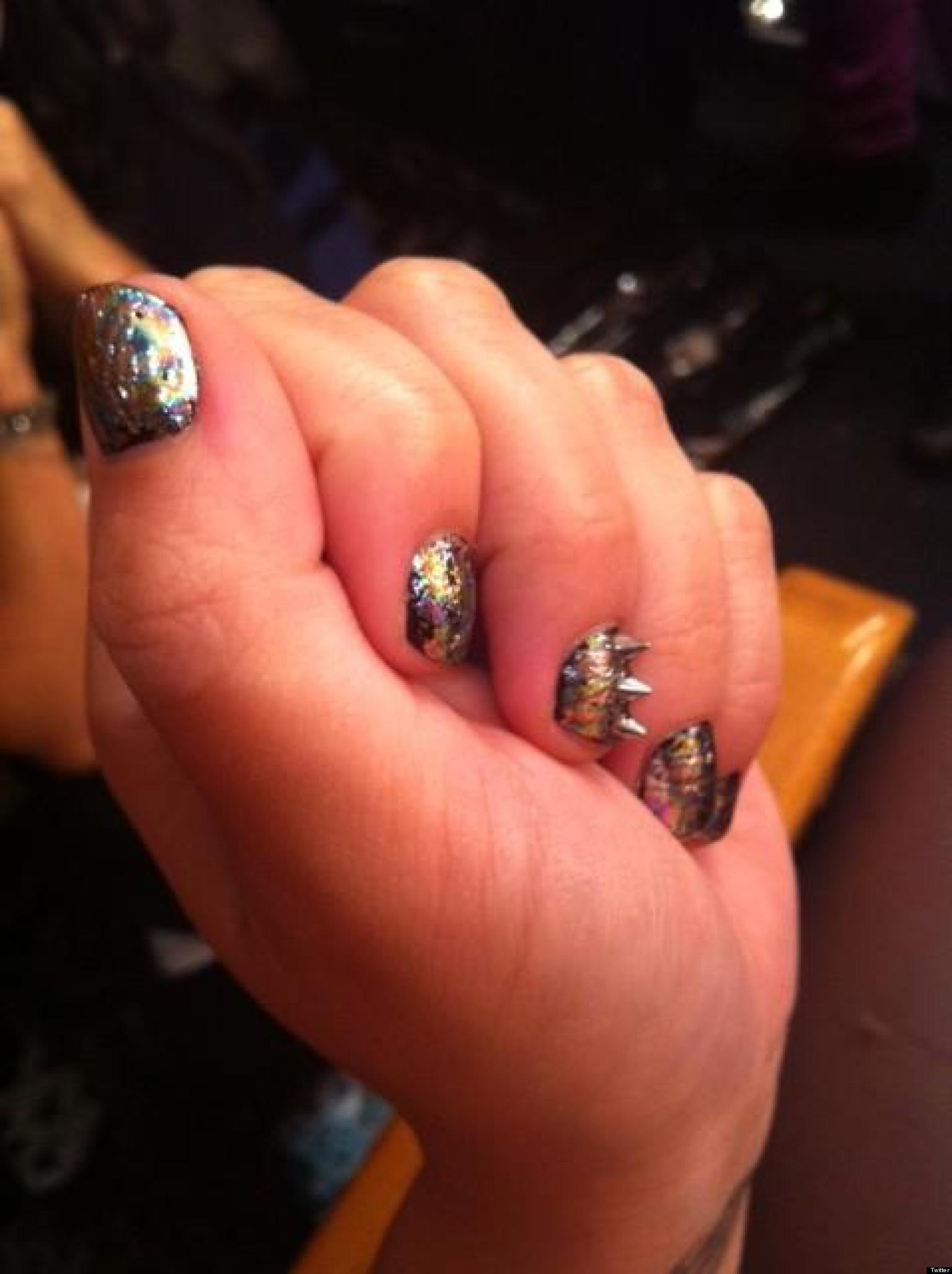 Demi Lovato Style Star Shows Off Metallic Nail Art On Twitter Photos Huffpost
