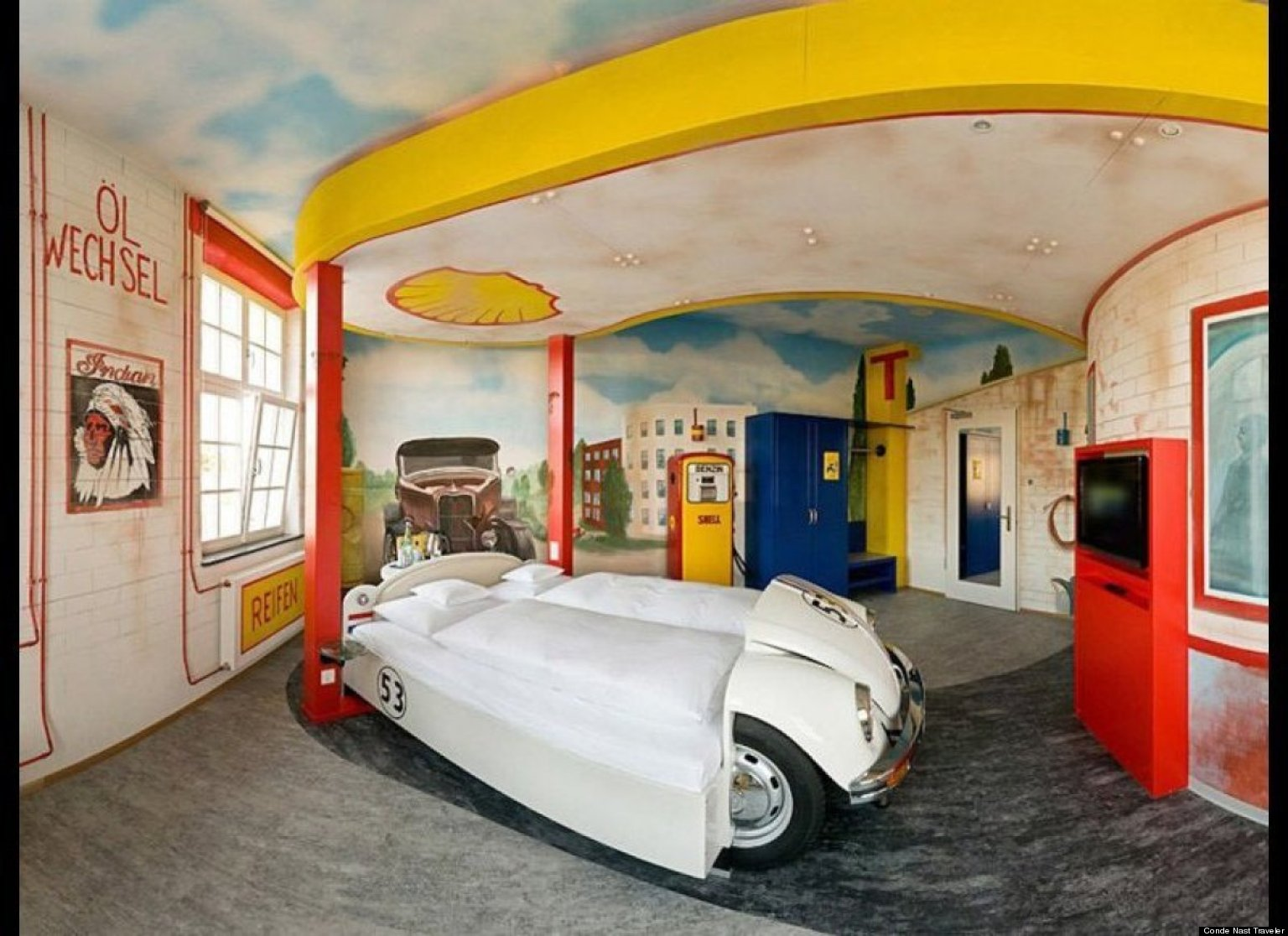 themed hotel rooms around the world photos huffpost - Cool Themed Rooms