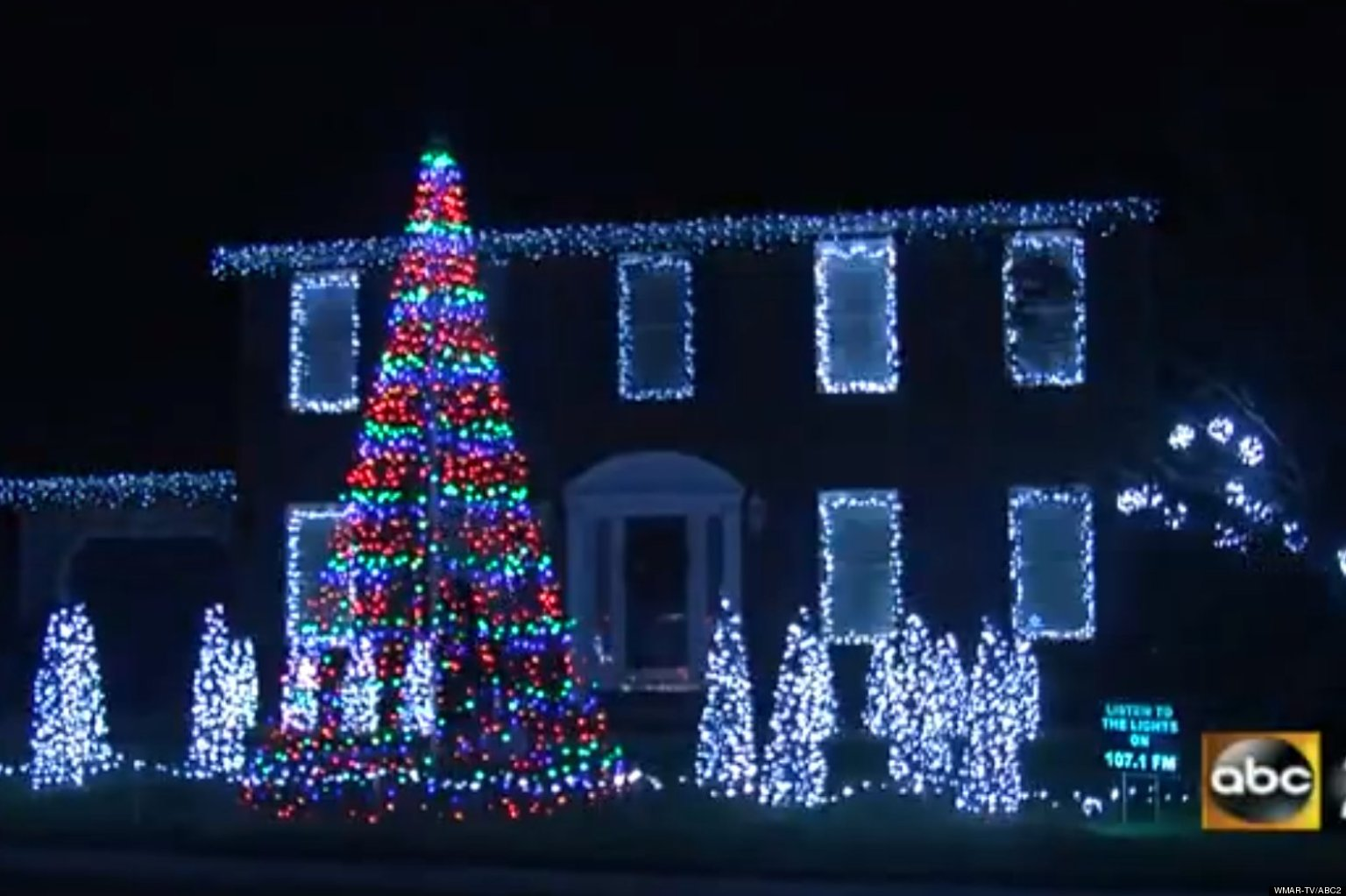 call me maybe christmas light show maryland man syncs 10000 lights to carly rae jepsen song video huffpost - Christmas Lights Maryland