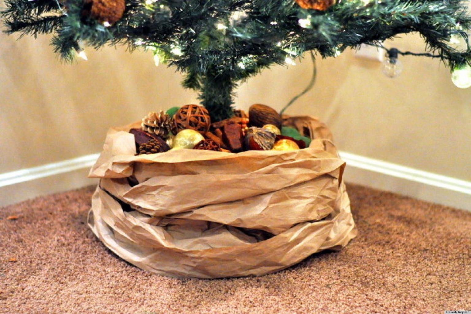 Как украсить низ елки своими руками