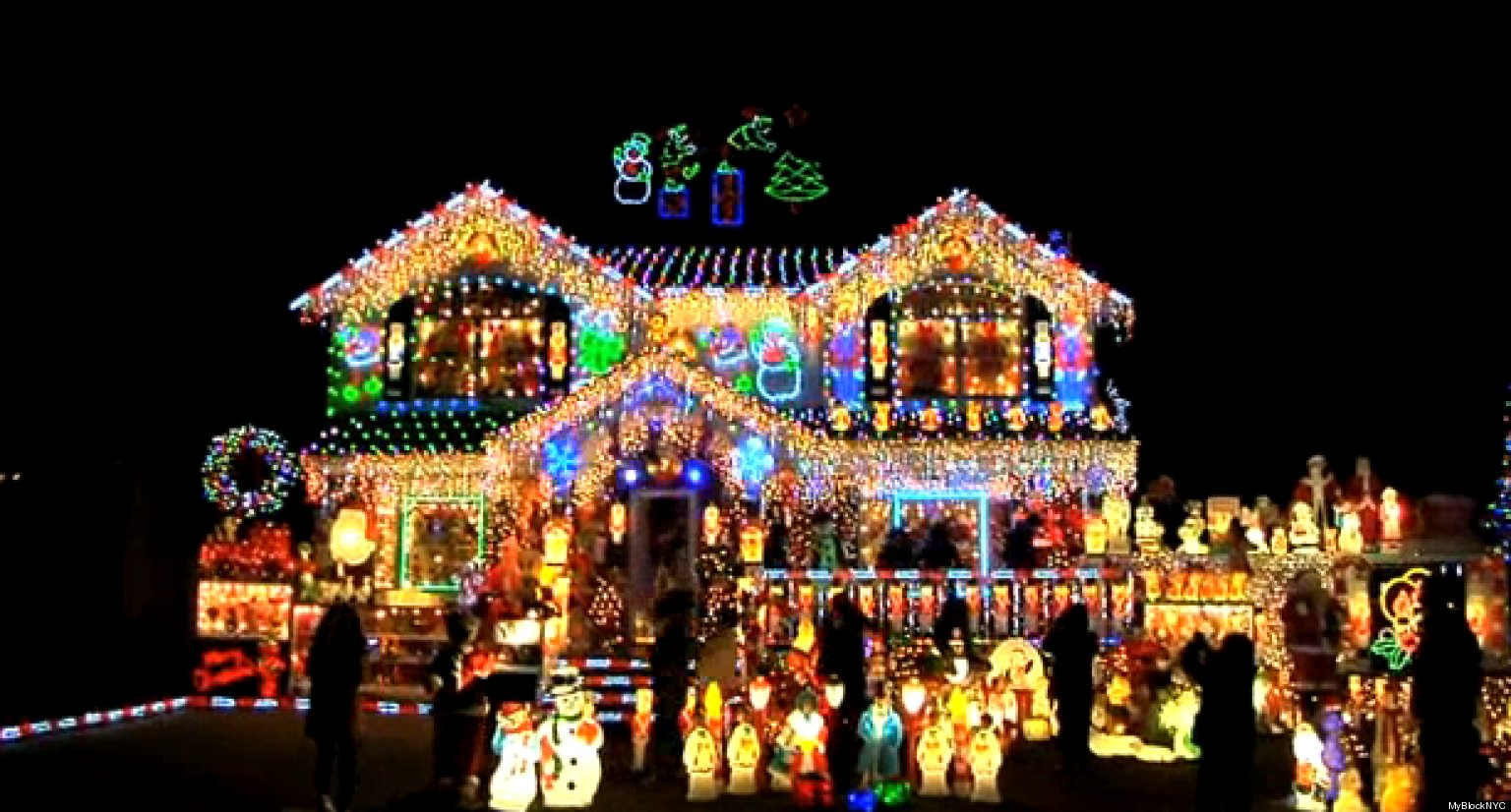 The brightest christmas house in nyc myblocknyc visits Holiday decorated homes