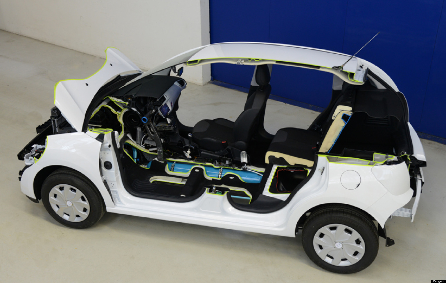 Car That Runs On Air >> Peugeot Car That Runs On Air Will Be Available In 2016 Company