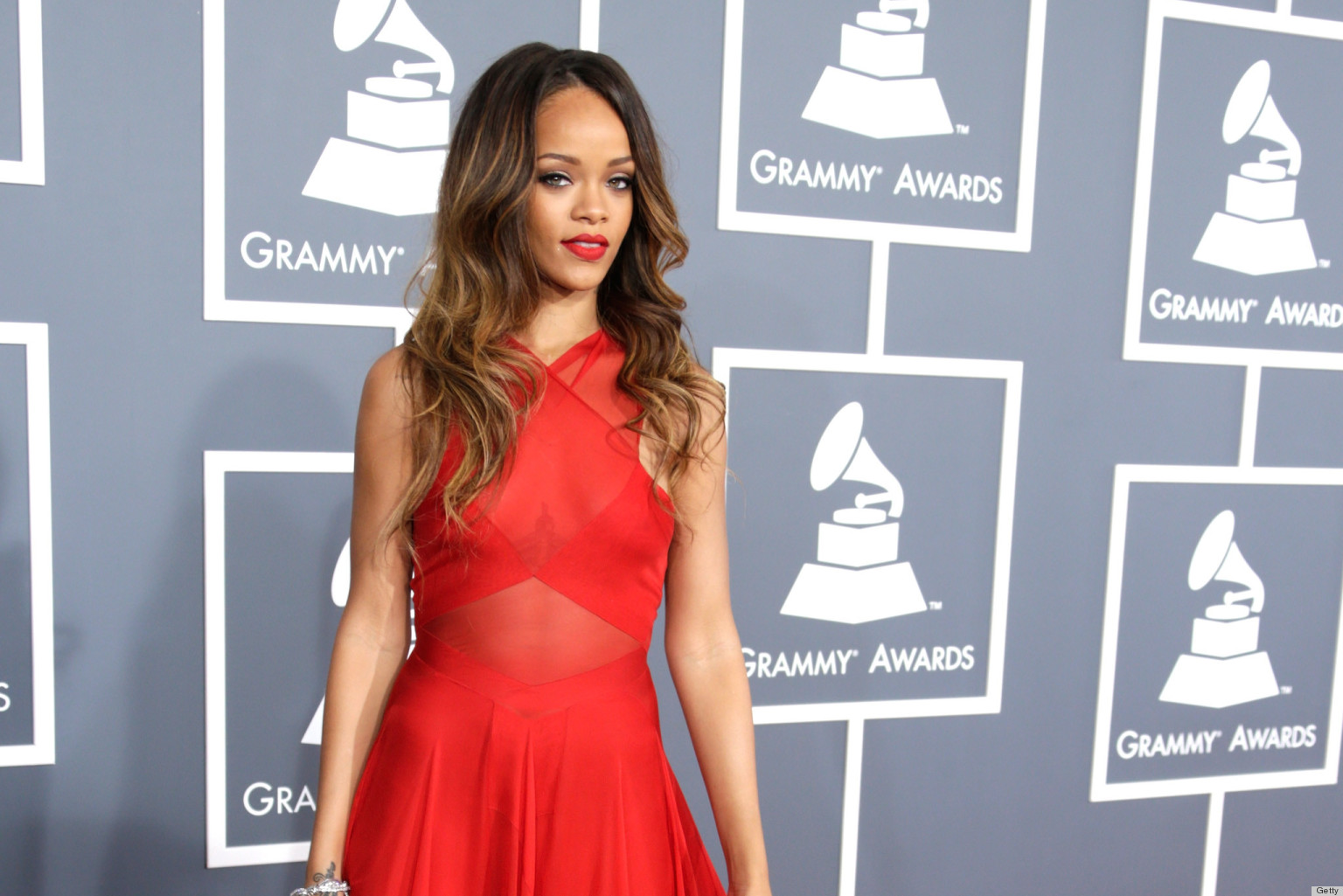 Grammys: Rihanna's Grammys Dress 2013 Overshadows Her Dubious