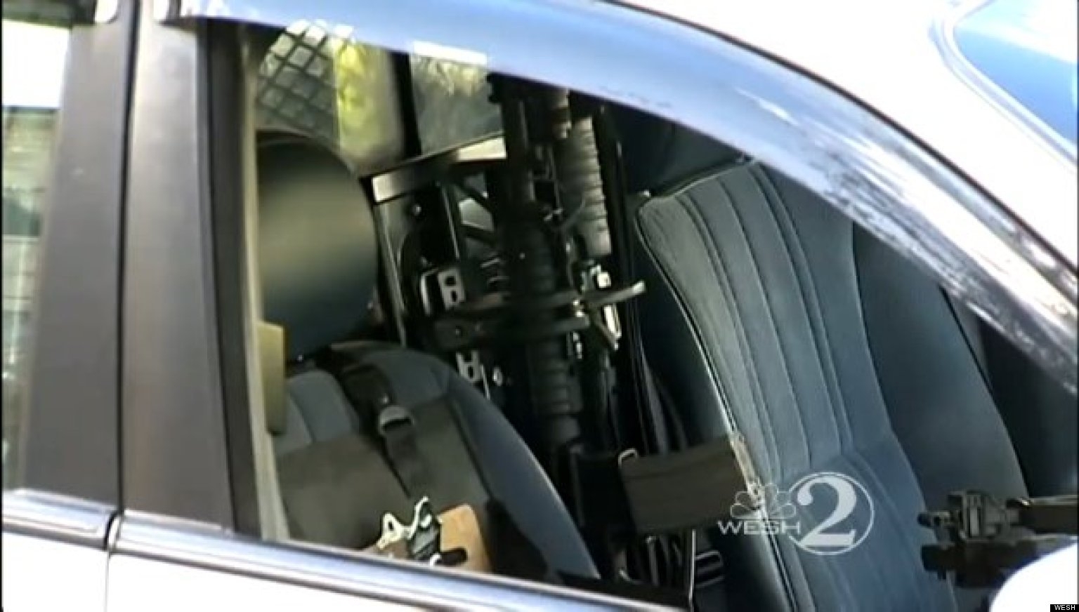 Cop Leaves Loaded Ar 15 Semi Automatic Rifle In Police Car