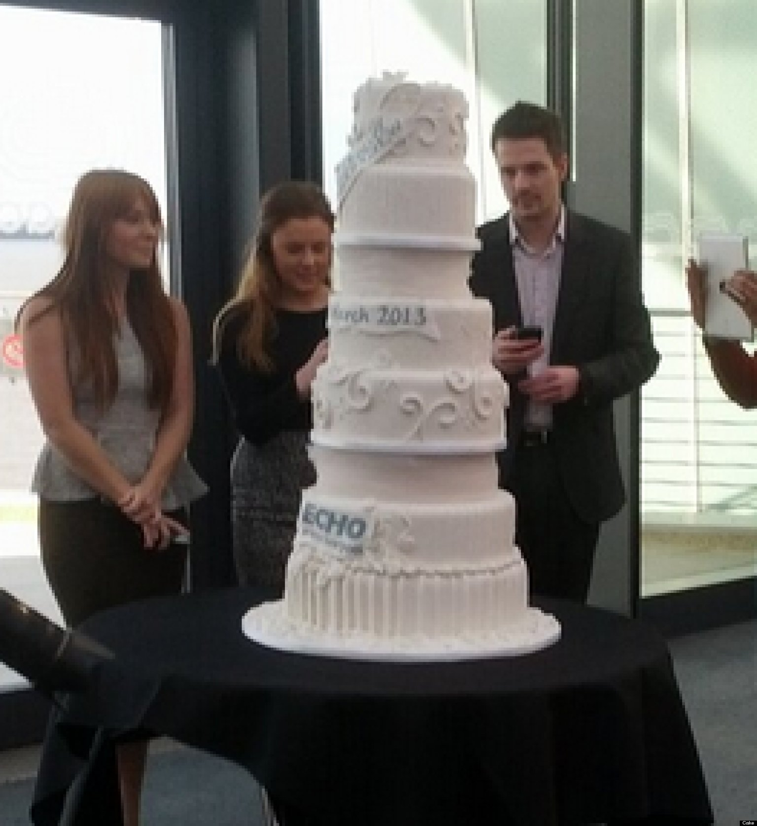 Most Expensive Wedding Cake, Valued At $52 Million, Is Covered In 4,000  Diamonds (PHOTO) | HuffPost