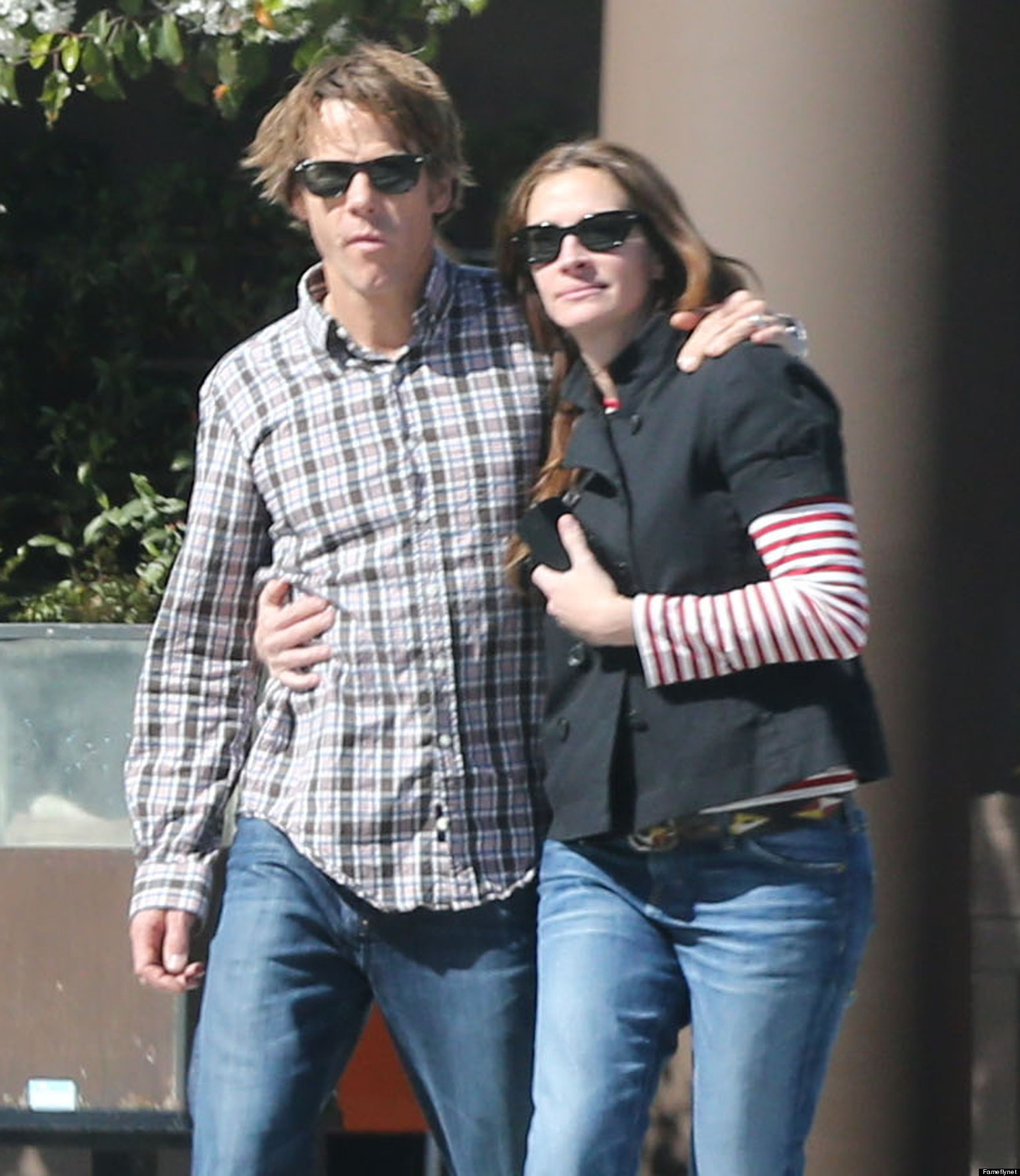 Julia Roberts, Danny Moder Share Rare PDA Moment (PHOTO) | HuffPost