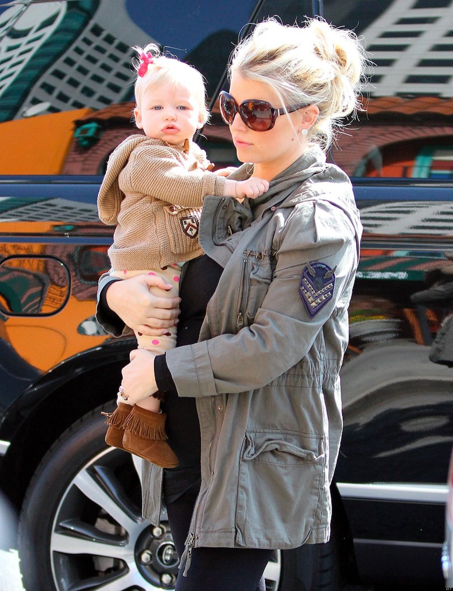 ed2c0e65aae0b Pregnant Jessica Simpson Steps Out With Daughter Maxwell | HuffPost